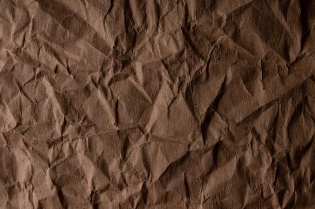 Мятой бумаги. лист коричневого картона. детализированная текстура высокого разрешения. абстрактный фон для обоев.
