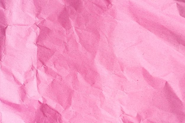 Текстура мятой розовой бумаги. модный розовый или розовый цвет и поверхность для текста и дизайна