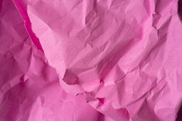 しわくちゃのリサイクルピンクの紙の背景。背景のピンクの紙のしわくちゃのテクスチャ