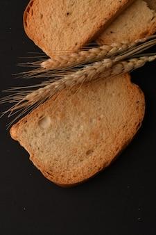 健康的な生活のためのカリカリのラスクまたはトースト