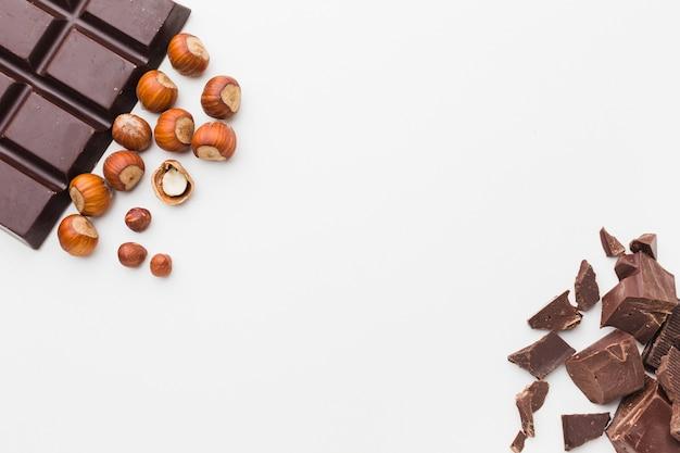 Cioccolato e castagne schiacciate copiano lo spazio