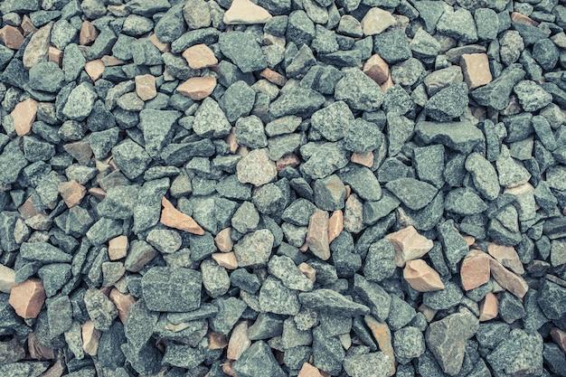 背景またはテクスチャとして砕いた砂利。花崗岩の砂利の背景。