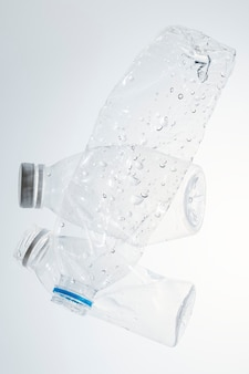 リサイクル用の砕いたペットボトル