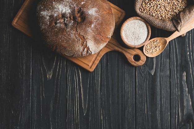 アレンジメントの中のパンの焼き肉
