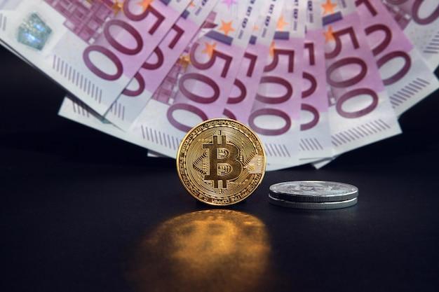 暗号通貨の概念。ビットコインの為替レートの傾向。ビットコインの上昇と下降。