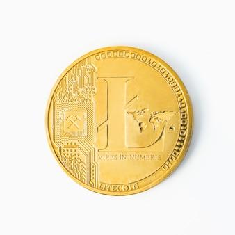 클로즈업에 고립 된 흰색 배경에 cryptocurrency litecoin