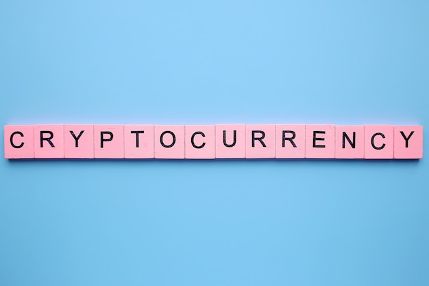 青い背景の暗号通貨の単語