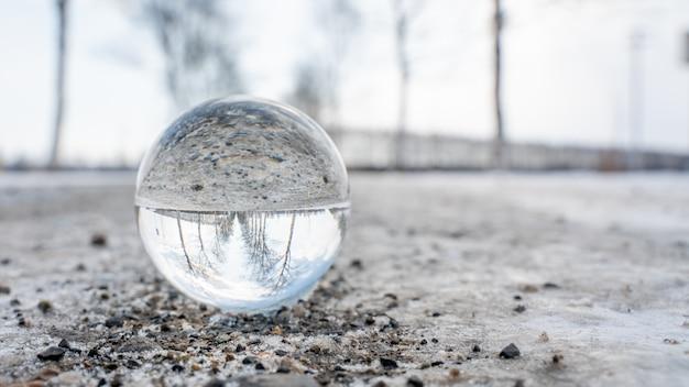 冬の風景とクリスタルボール