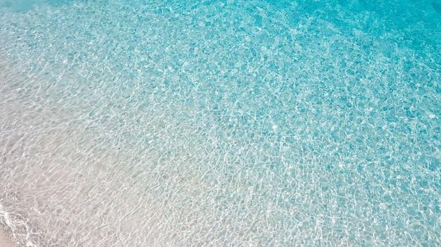 Кристально чистая вода на пляже симиланских островов no8 симиланский национальный парк пханг нга таиланд