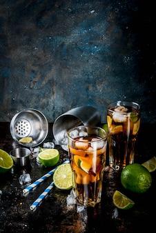Cuba libre, коктейль на длинном острове или чай со льдом с крепким алкоголем, колой, лаймом и льдом, два бокала