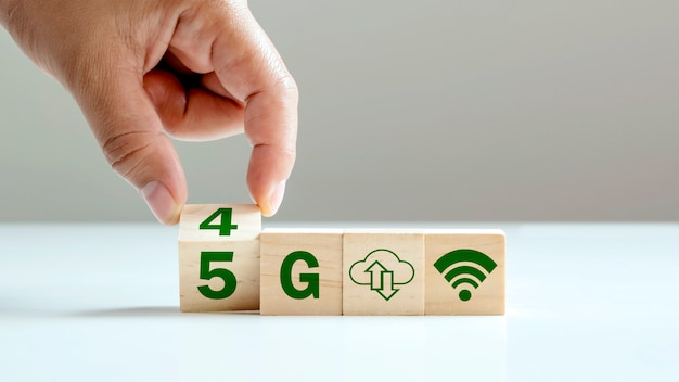 The cube change symbolizes the transition from 4g to 5g