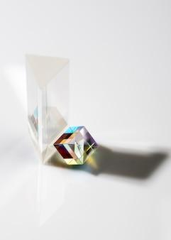 큐빅 투명 프리즘과 그림자