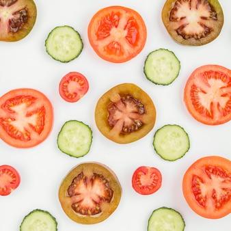 有機トマトとキュウリのスライス