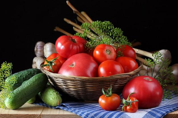 きゅうりとトマトのテーブル。