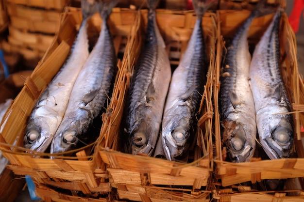 キューまたはピンダンの魚は魚を保存するプロセスです