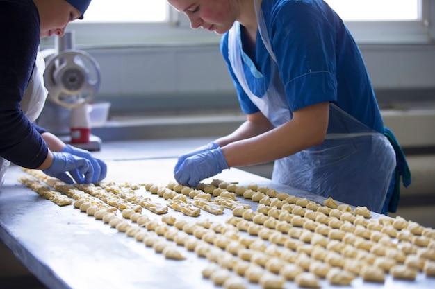 料理の生産クッキーや料理製品の工業生産。