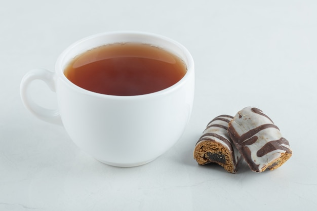 A cup of aroma tea with chocolate bars .