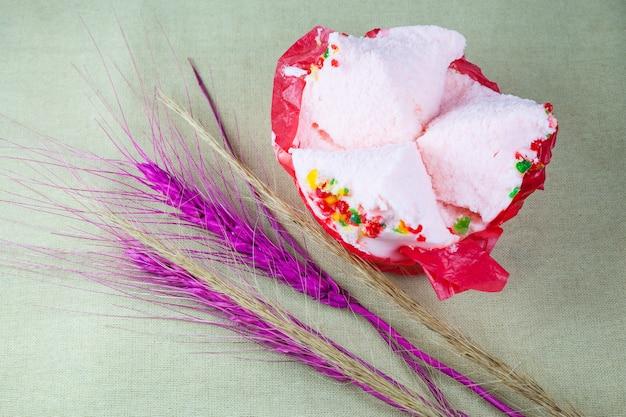 カップケーキまたは脱脂綿のケーキ (お菓子の旧正月)