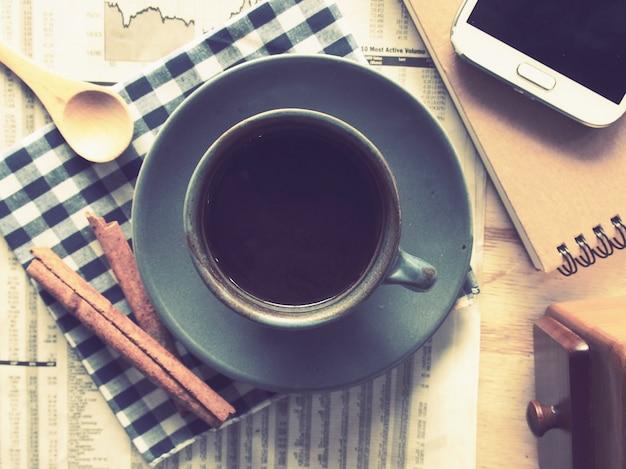 Tazza di caffè con cannella prossimo