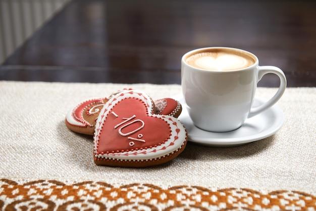 Tazza di caffè con biscotti
