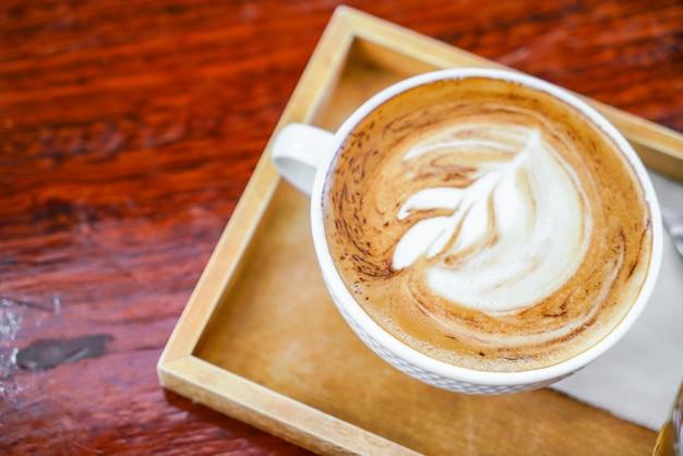 カップ愛のコピー喫茶店の色