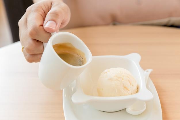 아이스크림 아포 가토 한잔