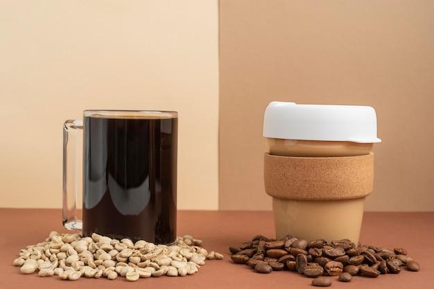 Чашка кофе и кофейных зерен