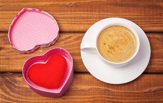 상자에 커피와 마음의 컵