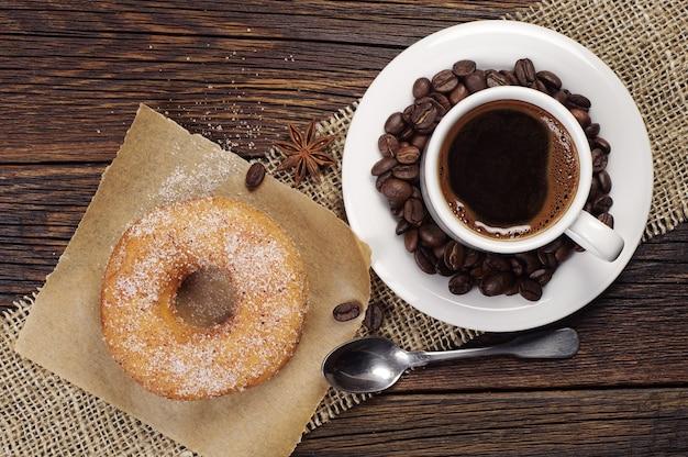 커피 한잔과 달콤한 도넛