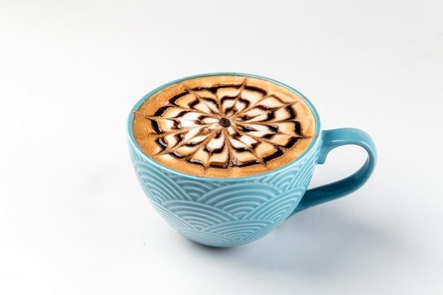 一杯のコーヒーカプチーノ装飾されたクモの巣