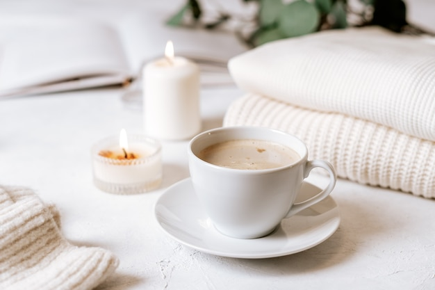 Чашка кофе, хлопок, книга, свеча, свитер. капризный.