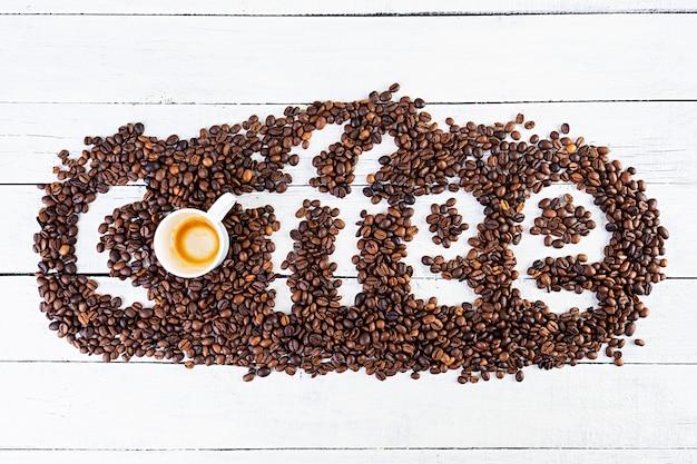 커피 에스프레소 한잔. 흰색 배경에 뜨거운 음료 커피