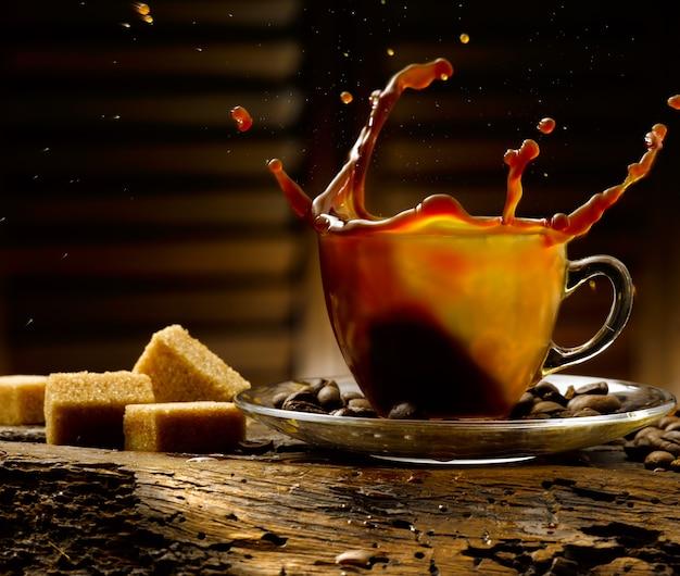 소박한 분위기에서 커피 한잔