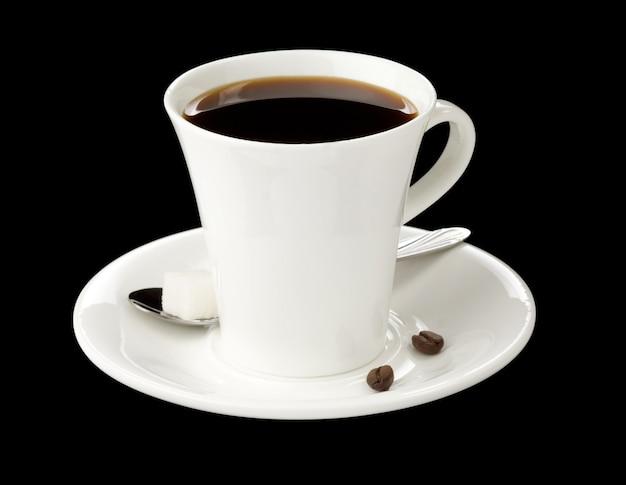 검은 배경에 고립 된 커피 한잔