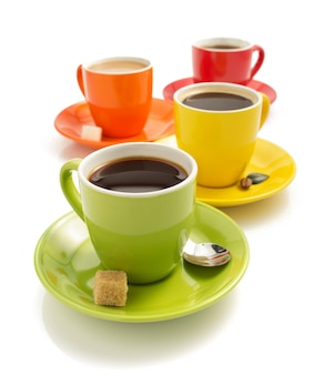 흰색 표면에 고립 된 커피 한잔