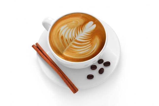Чашка кофе латте и кофейные зерна на белом фоне