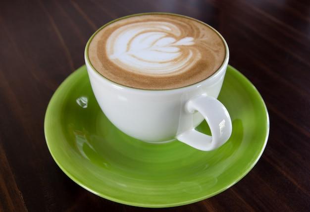 テーブル上のコーヒー