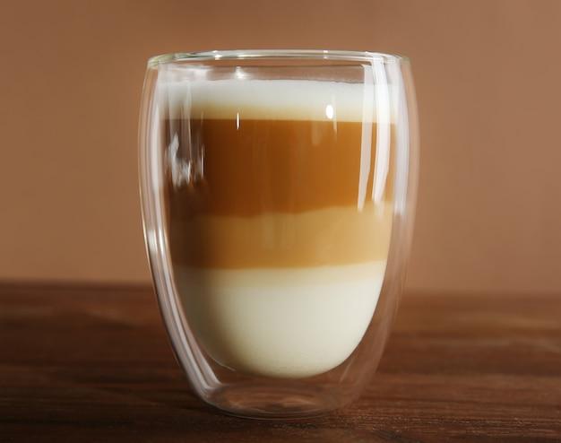 木製のコーヒーのカップ