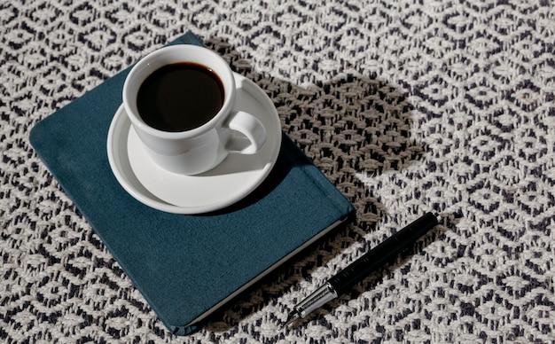 Чашка кофе с повесткой дня