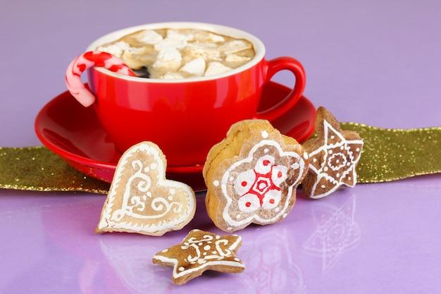 Чашка кофе с рождественской сладостью