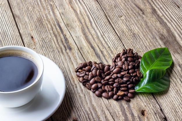 ハートのシンボルとコーヒーのカップ