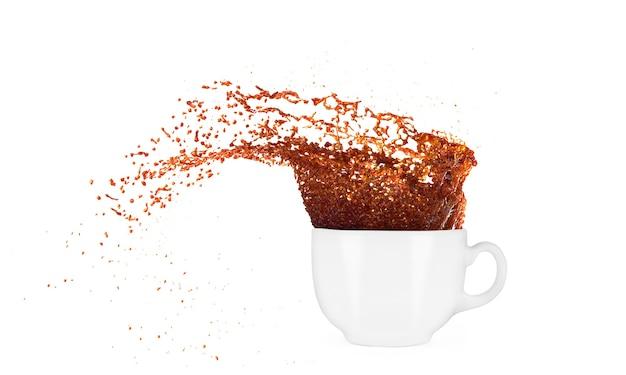 白い背景の上のスプラッシュとコーヒーのカップ