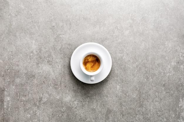 一杯の新鮮なコーヒー