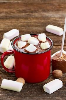 ホットチョコレートのカップ