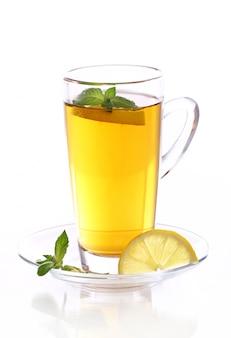 Чашка горячего мятного чая