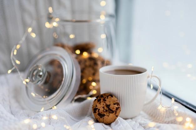 차와 쿠키 컵