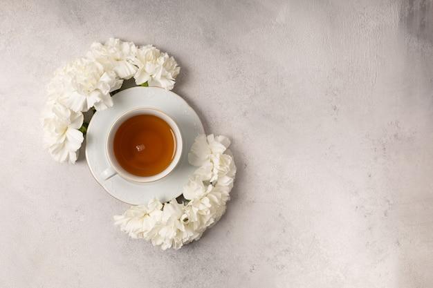 세계 여성의 날을위한 꽃 차 한잔