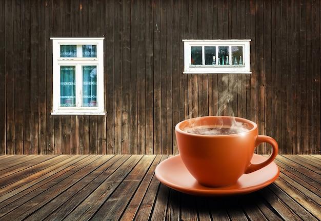 屋内でお茶を一杯