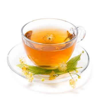 白い背景で隔離のリンデンのお茶