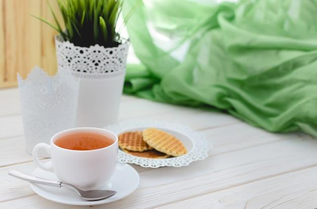 美しく装飾されたテーブルでお茶